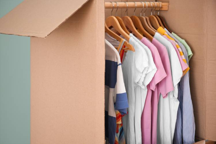 Pack hanging clothes